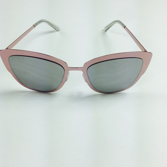 b72ac7c7e3bb2 Quay sunglass Super Girl Rose Gold Mirror Cat Eye.  M 5af9f0ca00450f3e23d6a285